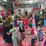 Τρελό αποκριάτικο πάρτυ στο hombu dojo της Καλαμπάκας από την Papapoulios Budokai Fighters